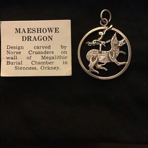 Jewelry - Celtic dragon medallion